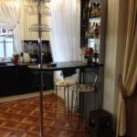 Барный стол с барной стойкой