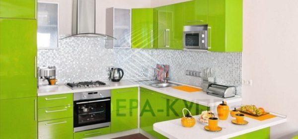 Компактная П-образная кухня