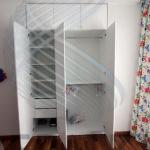 Распашной шкаф в нишу