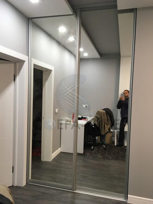 Двустворчатый шкаф с зеркалом
