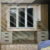 Встроенная мебель в зоне окна