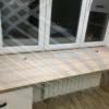 Столешница стола встроенна в окно